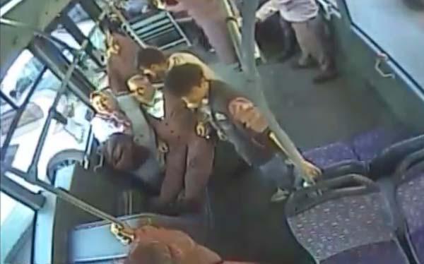 Bir şehir onu konuşuyor! Kahraman otobüs şoförü... 1.resim
