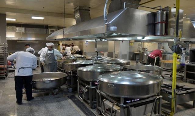 Bu mutfak 12 bin kişiyi doyuruyor