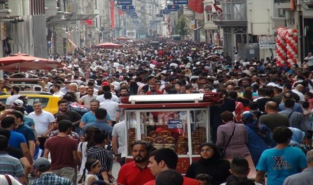 İstiklal Caddesi'ne bayram akını