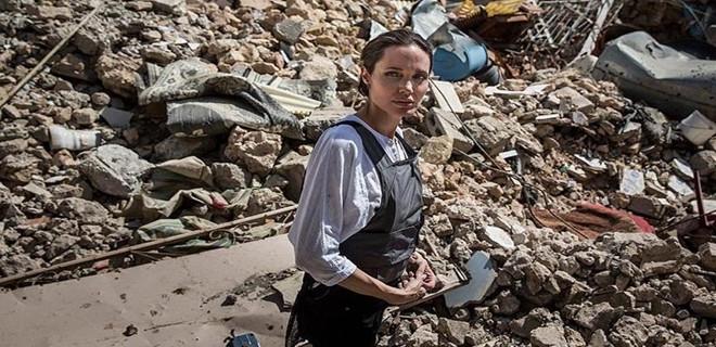 Ünlü oyuncu Angelina Jolie Irak'ta