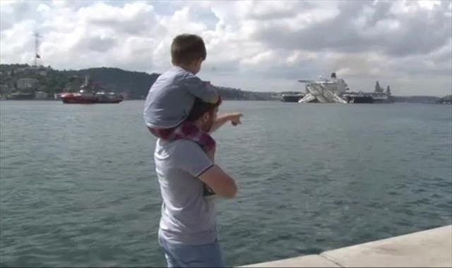Dev geminin İstanbul Boğazı'ndan geçişi sürüyor