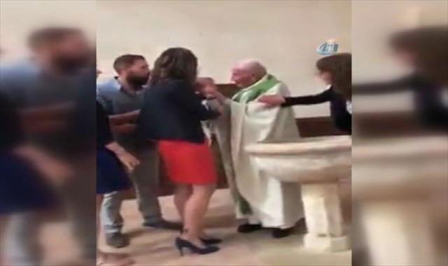 Rahip bebeğe tokat attı