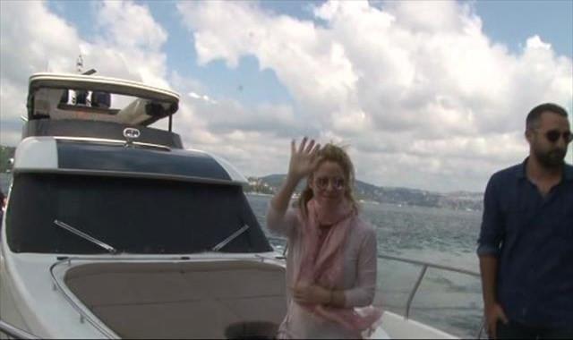 Shakira tekneyle boğaza açıldı