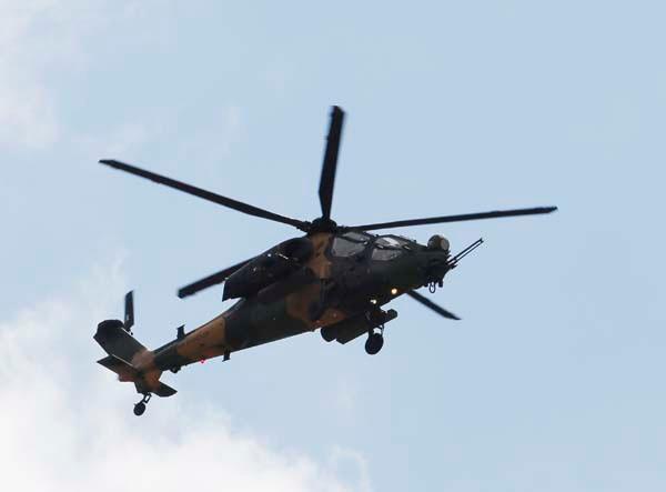 ATAK helikopterleri NATO Zirvesi'nde şov yaptı 1.resim