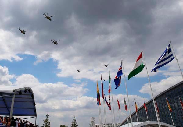 ATAK helikopterleri NATO Zirvesi'nde şov yaptı 4.resim
