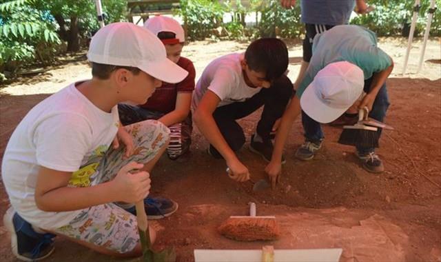 Mardin'de çocuk arkeologlar iş başında