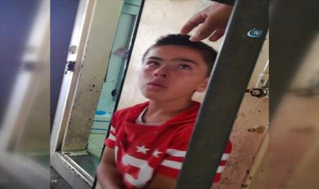 İsrail askerinin gözaltına aldığı çocuk gözyaşlarını tutamadı