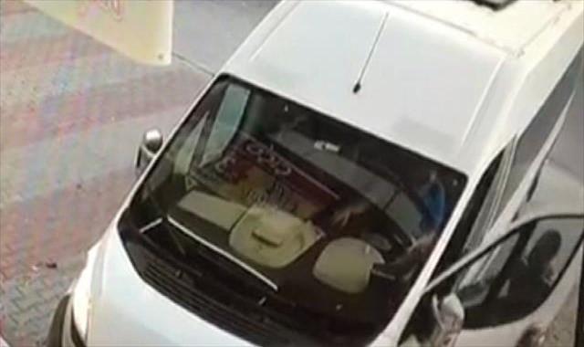 Kapıyı açtı, şoförü vurdu, yoluna devam etti