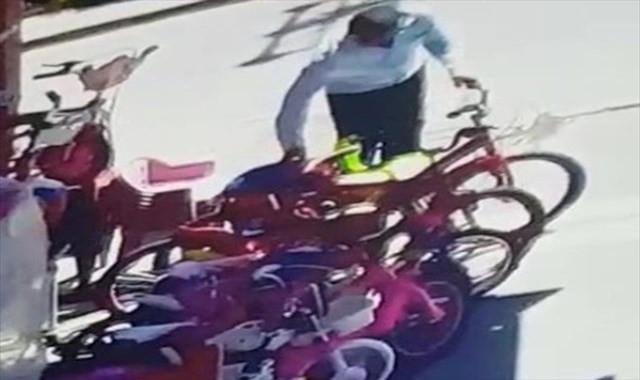 Karı-koca bisiklet hırsızları kamerada