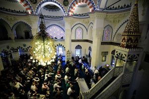 Müslümanlar bayram namazında buluştu