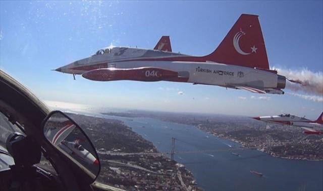 Türk Yıldızları'nın kokpitinden eşsiz İstanbul Boğazı manzaraları