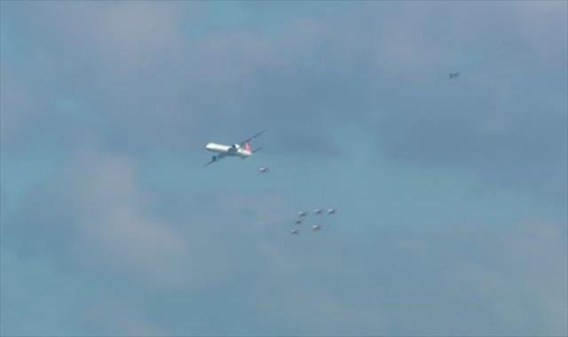 Türk Yıldızları ile THY uçağının tarihi uçuşu