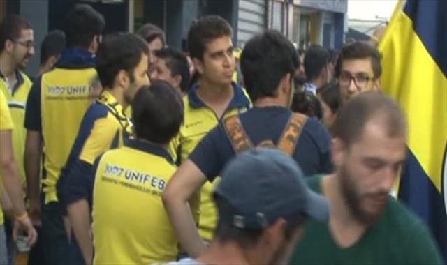 Fenerbahçeli taraftarlar stadyuma gelmeye başladı