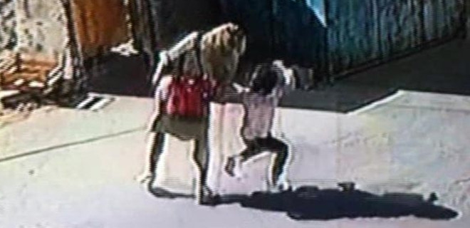 Küçük kıza anne şiddeti!