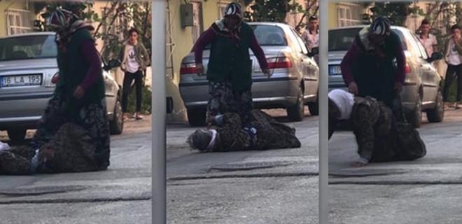 İnsafsız gelin, kaynanasını sokak ortasında böyle dövdü