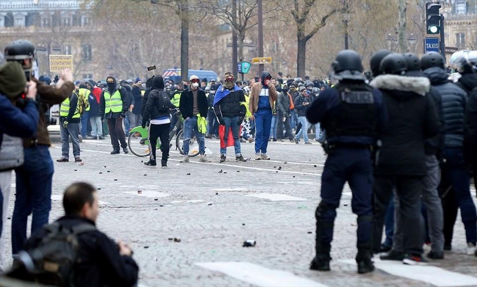 Fransa'da 'Sarı Yelekliler' yine sokakta 3.resim