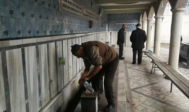 Hırsızlar cemaati susuz bıraktı