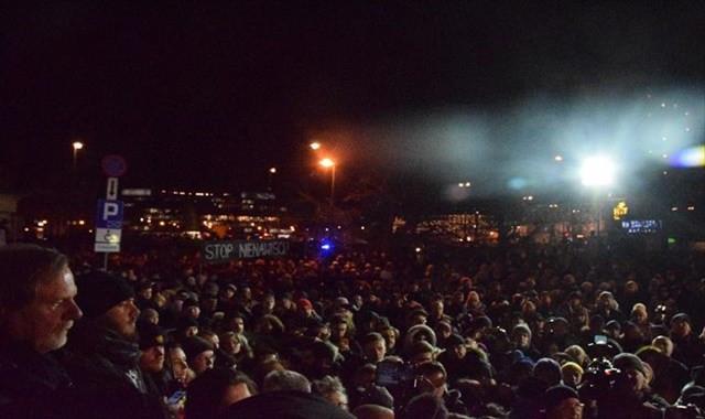 Binler belediye başkanı için sokağa döküldü