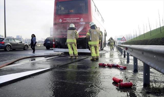 TEM'de çift katlı otobüste yangın