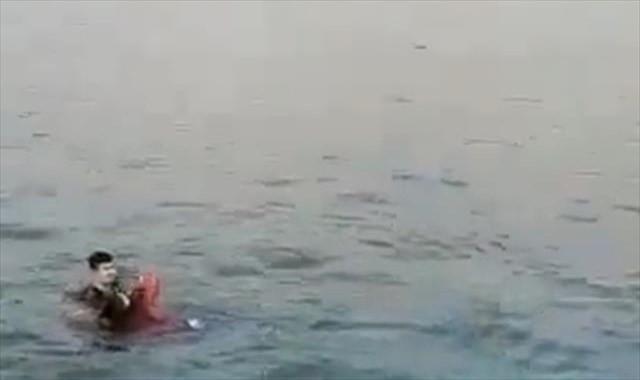 Genç kız polis tarafından böyle kurtarıldı