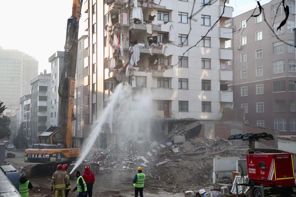 Kartal'da riskli bina yıkılıyor! Midye ve salyangoz kabuğu görüldü 1.resim