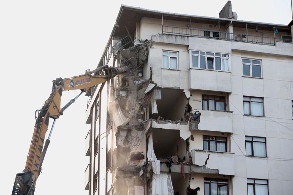 Kartal'da riskli bina yıkılıyor! Midye ve salyangoz kabuğu görüldü 4.resim