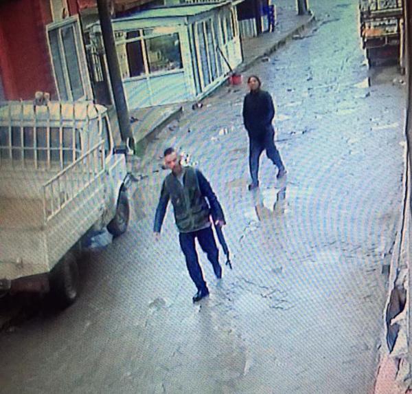 Arkadaşını öldürüp sokaklarda tüfekle tur atmış 3.resim