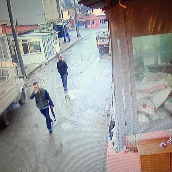 Arkadaşını öldürüp sokaklarda tüfekle tur atmış 4.resim