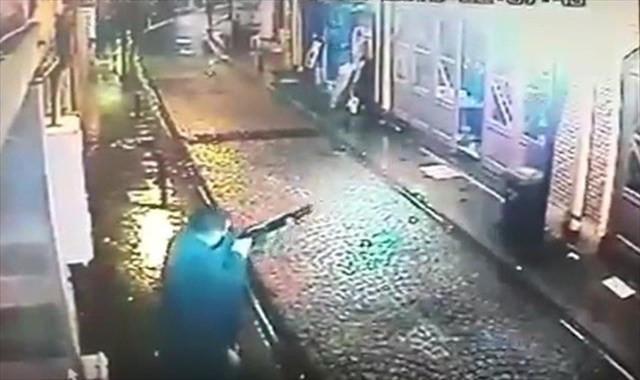 İş yerine silahlı saldırı güvenlik kamerasında