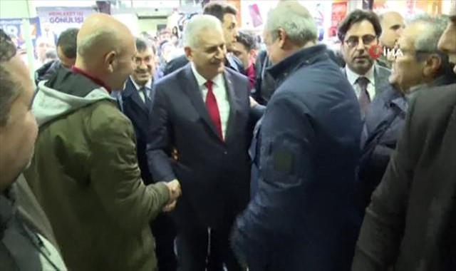 Binali Yıldırım'dan CHP seçim standına ziyaret