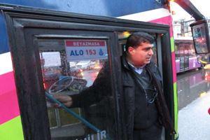 Kadıköy'de bir garip olay! Otobüsün altında bebeğim var
