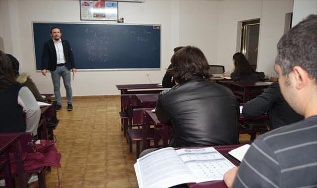 Türklerin ilk kullandıkları alfabeyi öğreniyorlar