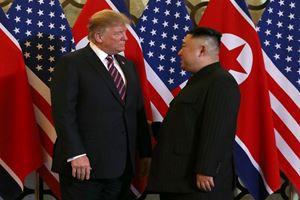 Trump, Kuzey Kore lideri Kim'le buluştu