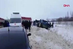 Rusya'da çocukları taşıyan otobüs takla attı: 7 ölü