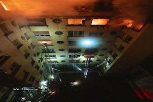 Paris'te yangın: 8 ölü
