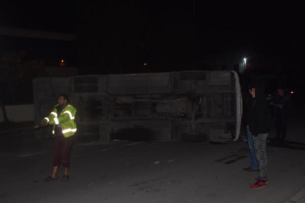 Belediye otobüsü ile minibüs çarpıştı: 10 yaralı 3.resim