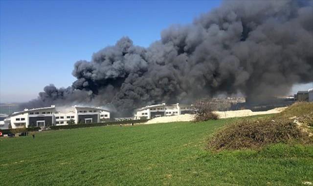 Fabrika alev alev yanıyor