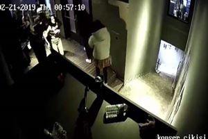 Beşiktaş'ta eğlence mekanında kadınlara darp kamerada