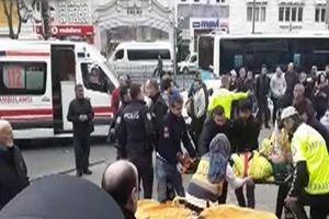 İstanbul Beyazıt'ta halk otobüsü durağa daldı