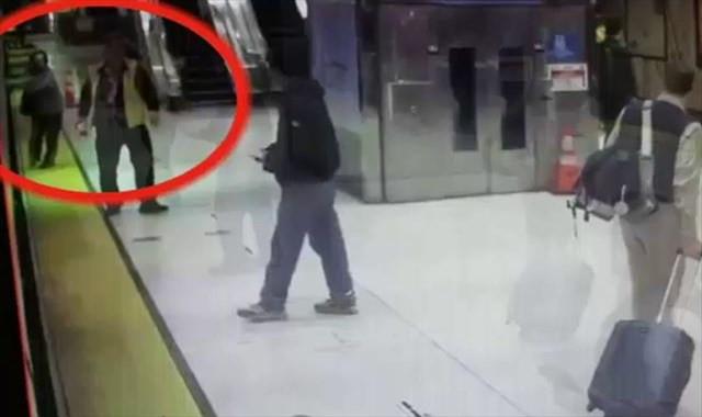 Eli trenin kapısına sıkıştı sonrası korkunç