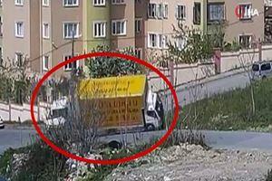 Minibüsün çarptığı kamyon 2 tekerlek üzerinde gitti
