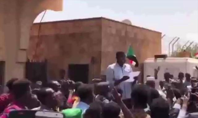 Sudanlılardan Mısır Büyükelçiliği önünde protesto