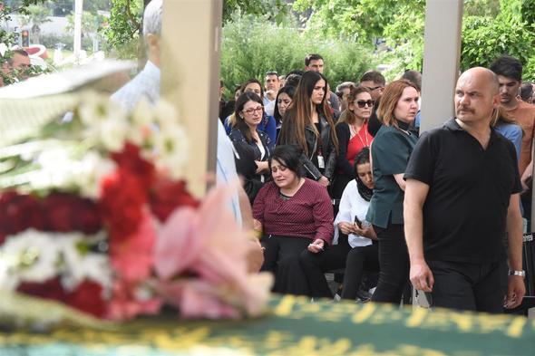 Siyanürlü limonata ile ölen anne ve baba için cenaze töreni düzenlendi 4.resim