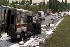 İkitelli TEM'de ambulans yangını